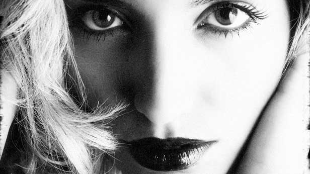 Beautiful_Woman_Face_Black-And-White